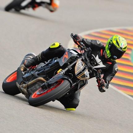 PEPA-BIKES Rennstreckentraining Sachsenring  das PEPA-BIKES Rennstreckentraining am Sachsenring ...    Wolltest Du schon immer mal auf der Rennstrecke fahren ?  Eine der genialsten ...