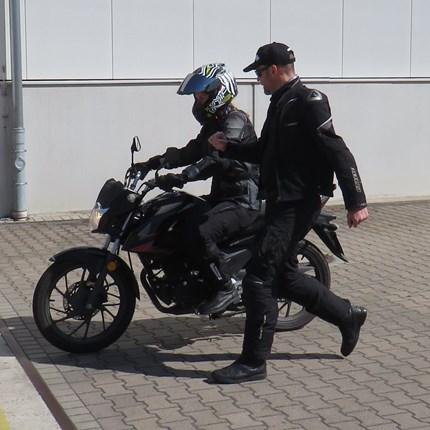 Personal Training  Hast Du kleine Defizite beim Umgang mit dem Motorrad bei Dir festgestellt? Gibt es Techniken, die Du besser beherrschen möchtest ? Wir bieten Dir ...